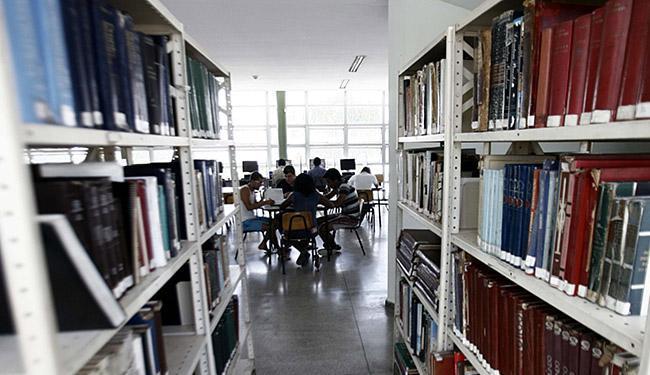 O estímulo à leitura ajuda a entender a ortografia - Foto: Luiz Tito | Ag. A TARDE