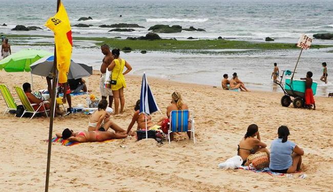 Praia da Boca do Rio, em frente ao posto Salva Vidas, deve ser evitada - Foto: Eduardo Martins   Ag. A TARDE 02.11.2012