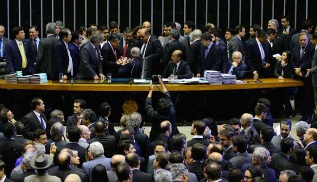 Resultado foi muito comemorado pela oposição e com protesto pelos governistas - Foto: Gustavo Lima / Câmara dos Deputados