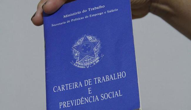 As vagas estão distribuídas em 22 cargos; para as de consultor de vendas, é preciso ter carro - Foto: Joá Souza | Ag. A TARDE