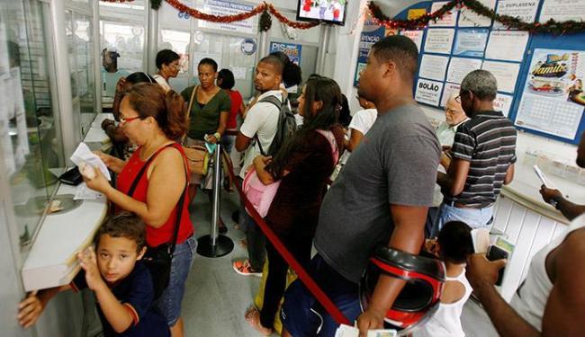 Casas lotéricas estão cheias desde segunda-feira, 28 - Foto: Luciano da Matta | Ag. A TARDE