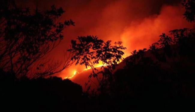 Fogo que atinge a região do Vale do Capão ameaça atingir casa - Foto: Reprodução | Facebook | Campina Vale Do Capão