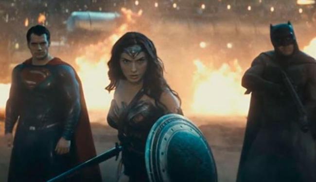 Batman, Superman e Mulher-Maravilha se juntam para combater um novo vilão - Foto: Reprodução   Youtube
