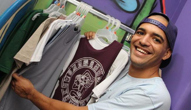Diego conta que começou com a Blueberry, loja de moda praia e serigrafia, em páginas nas redes socia - Foto: Mateus Pereira | ASN Bahia