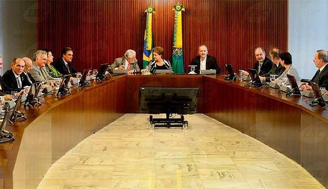 Dilma se reúne com ministros para discutir combate à ação de impeachment - Foto: Wilson Dias | Agência Brasil