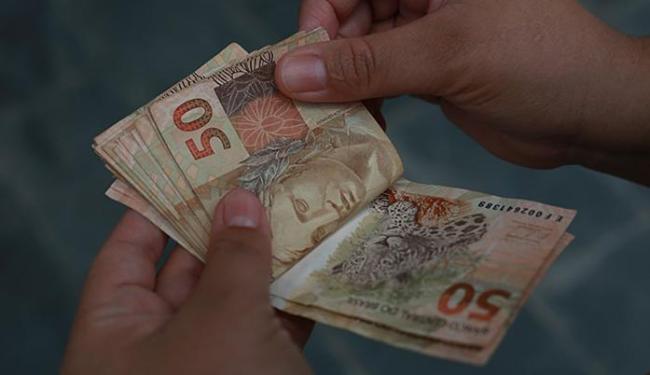14,6% dos entrevistados comprarão presentes com o salário extra de fim de ano - Foto: Joá Souza | Ag. A TARDE