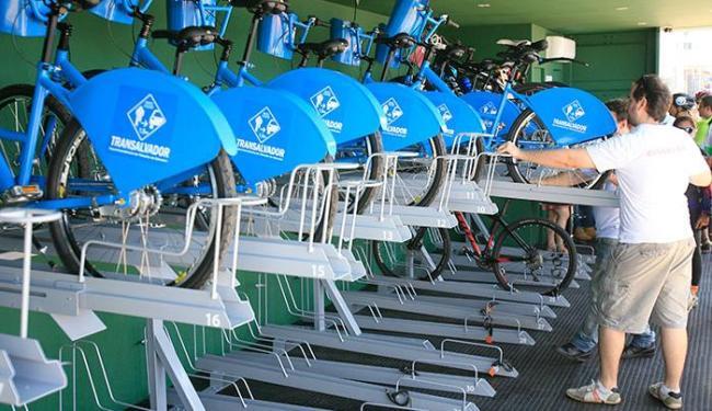 Na Barra, inaugurada em 3 de outubro, a estação armazena cerca de 40 bicicletas por dia - Foto: Fernando Amorim | Ag. A TARDE