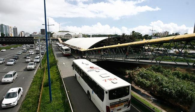 Estação de Transbordo Iguatemi sofrerá alterações - Foto: Raul Spinassé   Ag. A TARDE   02.05.2013