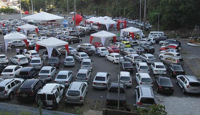 A 2ª edição do feirão de veículos Classiautos A TARDE disponibilizou cerca de mil carros seminovos - Foto: Lúcio Távora l Ag. A TARDE