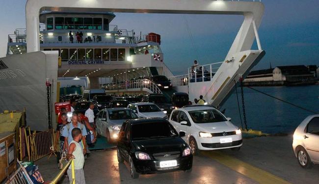 Para pedestres, a espera dura em média meia hora, mesmo intervalo de saída das embarcações - Foto: Margarida Neide | Ag. A TARDE