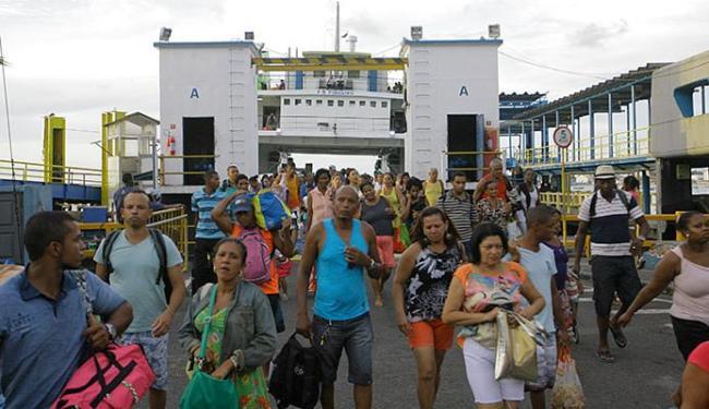 Retorno intenso de pedestres via ferryboat - Foto: Mila Cordeiro l Ag. A TARDE