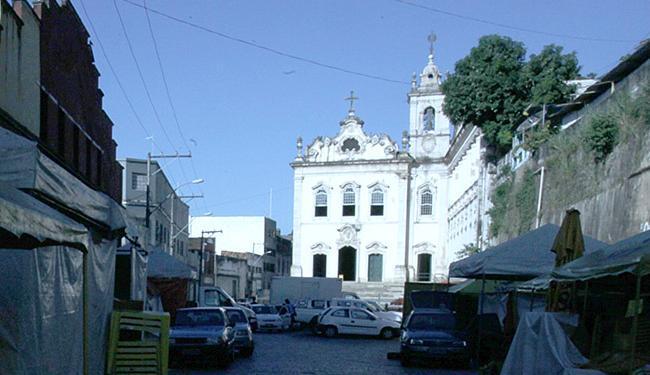 Construída no século XVIII e tombada pelo Iphan, a igreja abriga uma gruta com água considerada mila - Foto: Lúcio Távora l Ag. A TARDE
