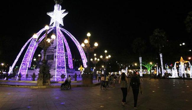 A iluminação conta com 2.300 lâmpadas de LED em várias cores e formatos - Foto: Lúcio Távora   Ag. A TARDE