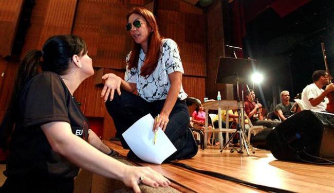 Ivete conversa com a presidente da Voluntárias Sociais, a primeira-dama Aline Peixoto - Foto: Divulgação
