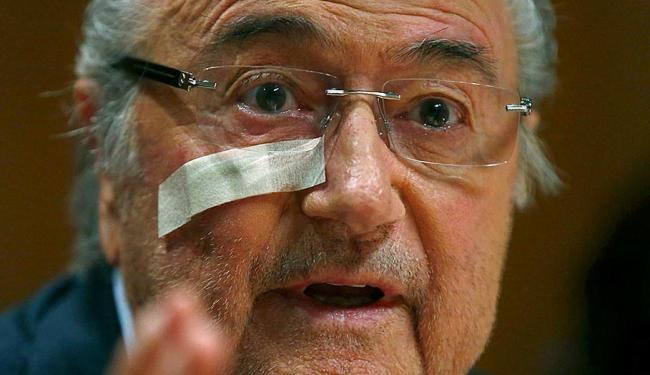 Blatter diz que se sente abandonado pela Fifa - Foto: Arnd Wiegmann | Reuters | 21.12.2015