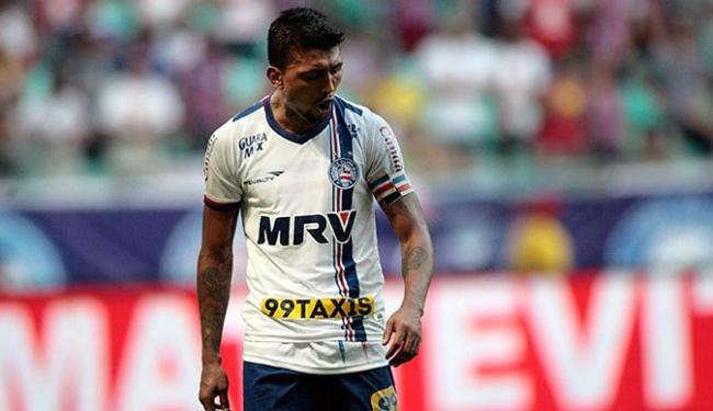 Atual uniforme do Bahia, ainda da gestão Schmidt, será substituído em janeiro - Foto: Raul Spinassé l Ag. A TARDE l 03.10.2015