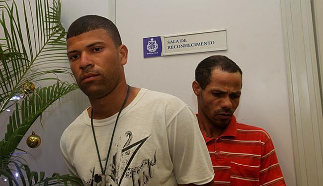 Leonardo (E) e Rosevaldo: dono do estabelecimento afirma que é trabalhador - Foto: Margarida Neide | Ag. A TARDE