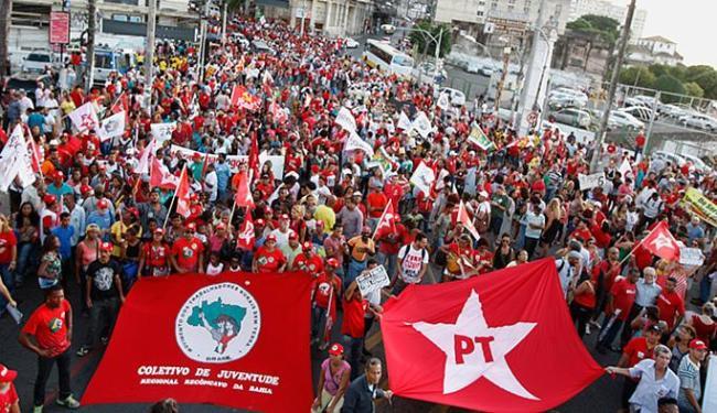 Participaram do protesto movimentos sociais, sindicalistas e partidos governistas - Foto: Joá Souza l Ag. A TARDE