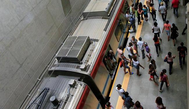 Metrô tem média diária de 55 mil passageiros - Foto: Adilton Venegeroles | Ag. A TARDE