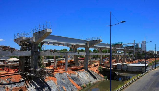 Trecho de obras na região Iguatemi - Foto: Adilton Venegeroles   Ag. A TARDE