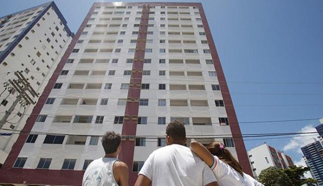 Delegada vai ouvir vizinhos e funcionários do prédio - Foto: Raul Spinassé l Ag. A TARDE