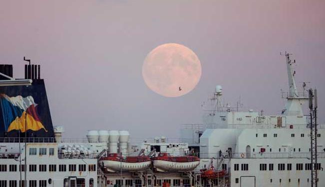 Melhor momento para observação a lua cheia será às 21 horas desta sexta, 25 - Foto: Agência Reuters