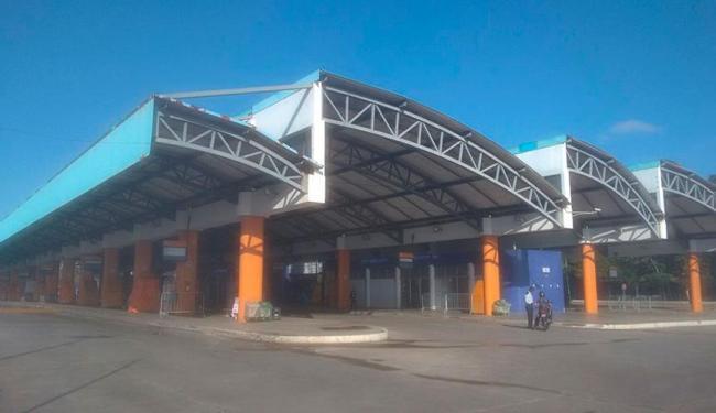 Ciente da paralisação, usuários não foram para os pontos de ônibus, que estão vazios - Foto: Edilson Lima | Ag. A TARDE