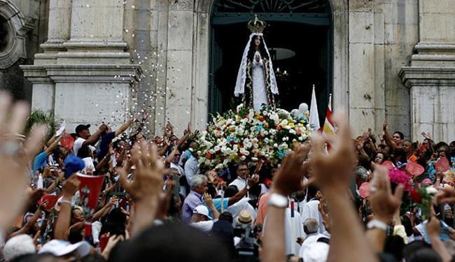 A festa da padroeira atrai uma multidão à Basílica e às ruas do Comércio - Foto: Raul Spinassé l Ag. ATARDE