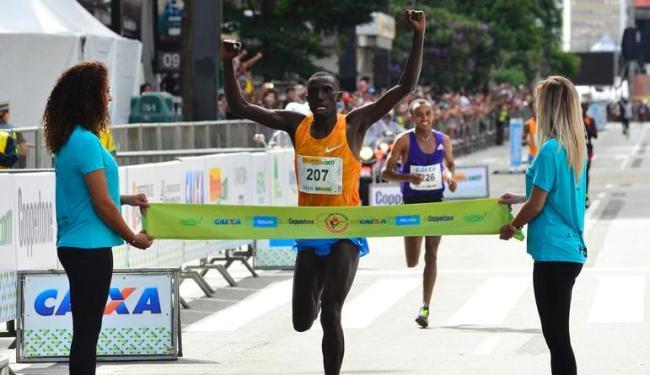 O queniano Stanley Kipleting Biwott foi o campeão, com 44m31s - Foto: Rovena Rosa | Agência Brasil