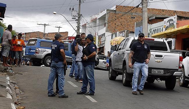 Agentes fecharam por mais de 2 horas a rua da Aurora - Foto: Luiz Tito | Ag. A TARDE