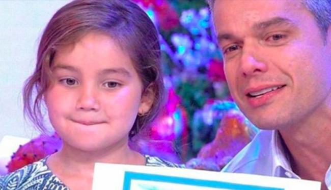 A pequena Olívia queria mostrar um desenho da família para o papai - Foto: Reprodução   TV Globo