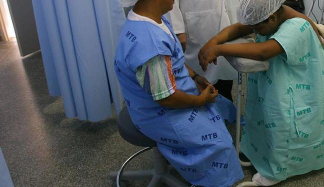 Não é necessário que o parto seja humanizado, como na foto, apenas normal - Foto: Haroldo Abrantes | Ag. A TARDE