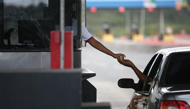 Em ambas as rodovias, o valor pago por automóvel, caminhonete e furgão aumentou R$ 0,30 - Foto: Raul Spinassé | Ag. A TARDE