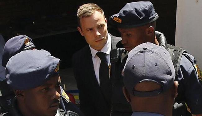 A fiança foi estipulada em US$ 692 (pouco mais de R$ 2.500) - Foto: Siphiwe Sibeko l Reuters
