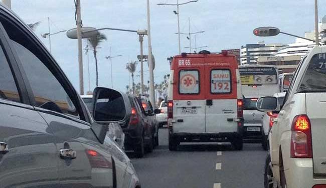 Uma ambulância do Samu foi encaminhada para prestar socorro à vítima - Foto: Cidadão Repórter | Via WhatsApp