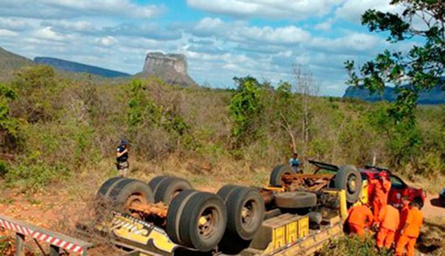 Motorista e carona ficaram presos às ferragens e não resistiram aos ferimentos - Foto: Reprodução | Blog Braga