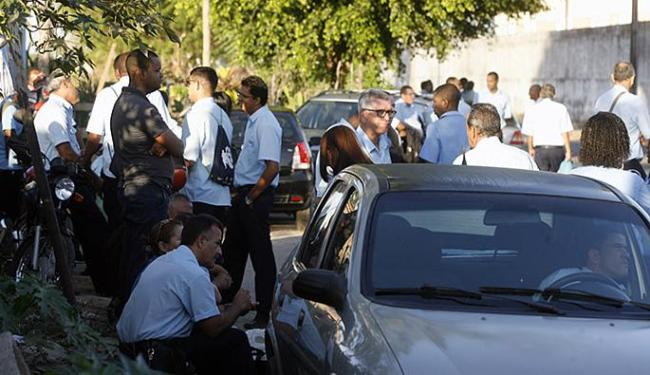 Movimento à porta da empresa São João foi intenso - Foto: Luiz Tito l Ag. A TARDE