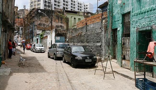 Crime aconteceu na Rua Visconde de Itaparica, conhecida como Rua da Lama, na Barroquinha - Foto: Edilson Lima   Ag. A TARDE