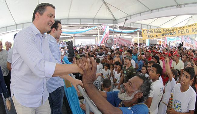 Rui Costa inaugurou uma praça e ruas pavimentadas do distrito de Monte Azul, em Jucuruçu - Foto: Manu Dias l GovBA