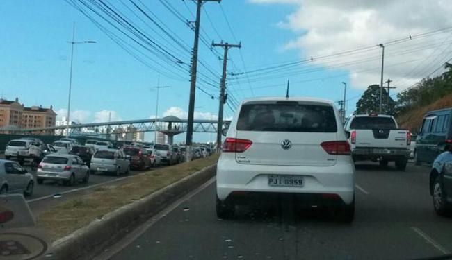 O trânsito está lento no CAB, com reflexos na avenida Paralela - Foto: Cidadão Repórter | Via Whatsapp