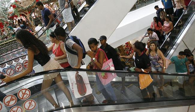 Os Shopping's funcionam em horário especial nos dias 31 e 1º - Foto: Fernando Amorim   Ag. A TARDE