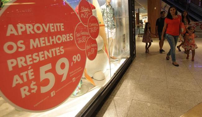Especialistas alertam que comprar presentes em cima da hora pode trazer prejuízo - Foto: Lúcio Távora / Ag. A Tarde
