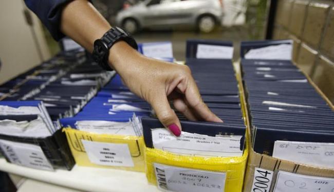 As vagas estão distribuídas em 27 cargos; em Salvador, 15 são para auxiliar de limpeza - Foto: Margarida Neide | Ag. A TARDE