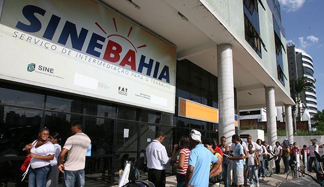 As vagas estão distribuídas em 26 cargos; em Salvador, 10 são a função de auxiliar de garçom - Foto: Arestides Baptista   Ag. A TARDE