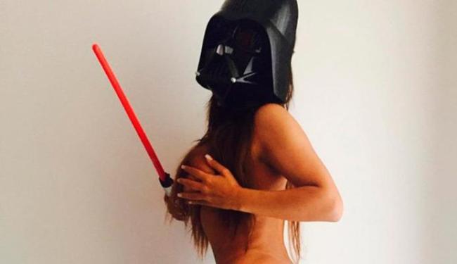 Miss Bumbum estava nua, com a máscara de Darth Vader - Foto: Reprodução   Instagram