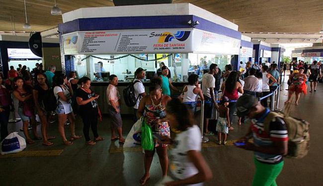 Procura por passagens foi grande, nesta segunda-feira, 28, no Terminal Rodoviário de Salvador - Foto: Adilton Venegeroles l Ag. A TARDE