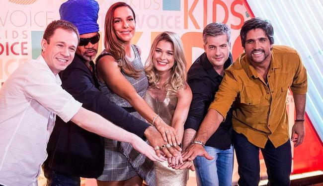 Tiago Leifert, Carlinhos Brown, Ivete Sangalo, Kika Martinez, Victor e Leo formam a equipe - Foto: João Cotta | Divulgação