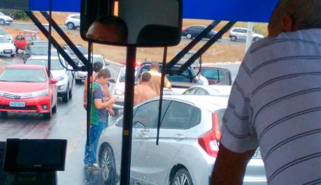 Acidente aconteceu na saída da Alameda das Praias - Foto: Iloma Sales   Ag. A TARDE