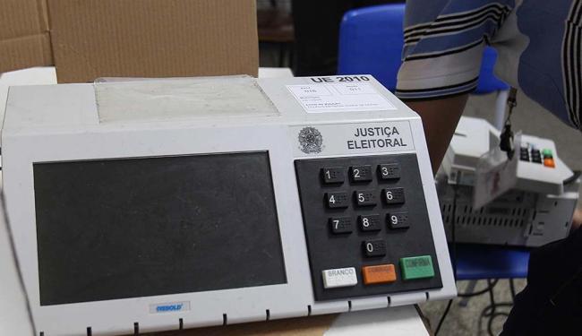 A atualização das urnas custará R$ 200 milhões ao Tribunal - Foto: Lúcio Távora | Ag. A TARDE | 26.10.2014