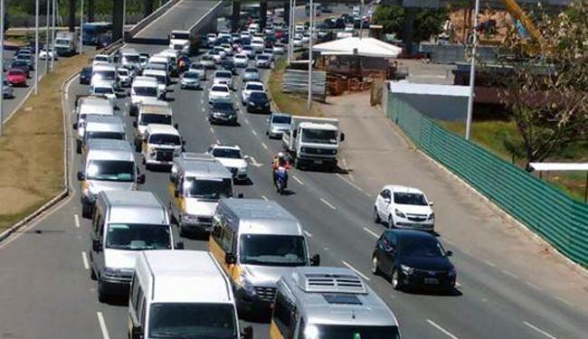 Condutores fazem carreata nesta segunda em Salvador - Foto: Luciano da Matta   Ag. A TARDE